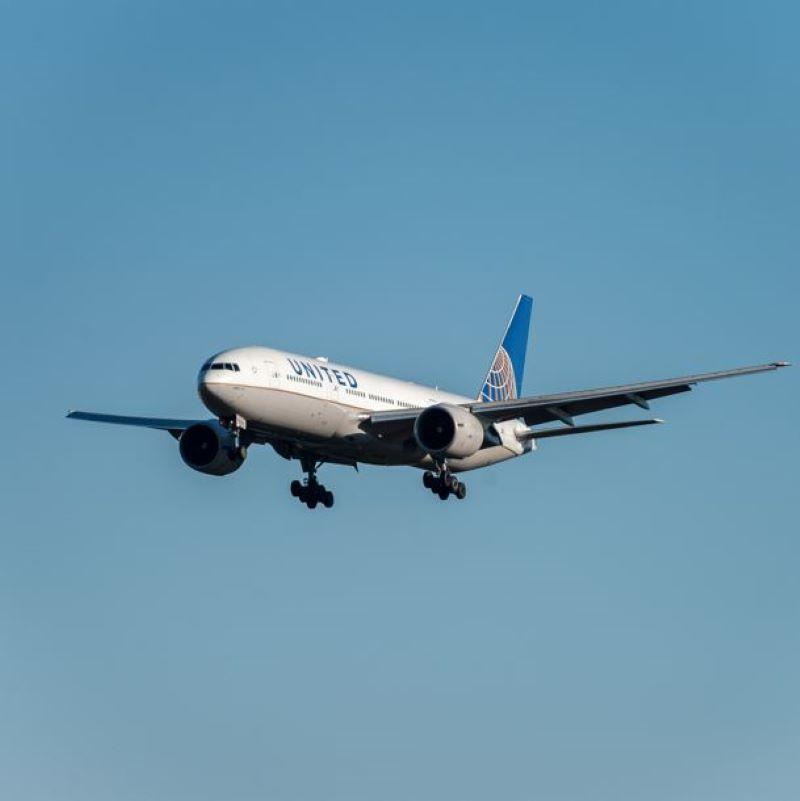 united airplane landing