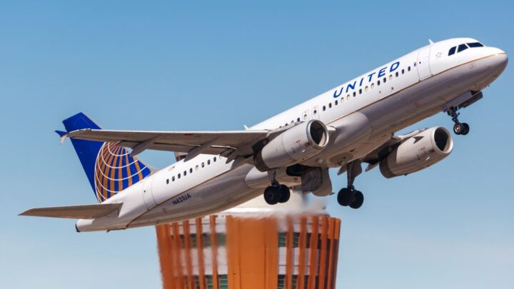 United Airlines Preparing For Travel Surge In December