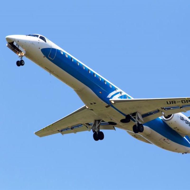 embraer in flight