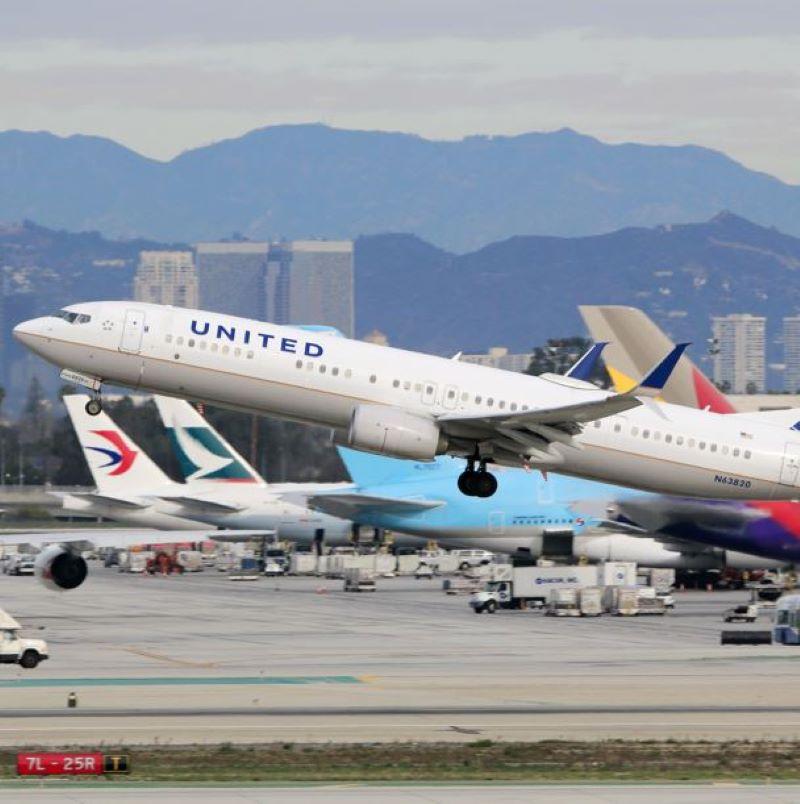 united airplane take off